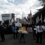 Long march oleh para mahasiswa