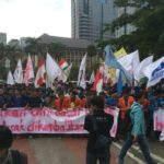Massa 121 menuntut keadilan